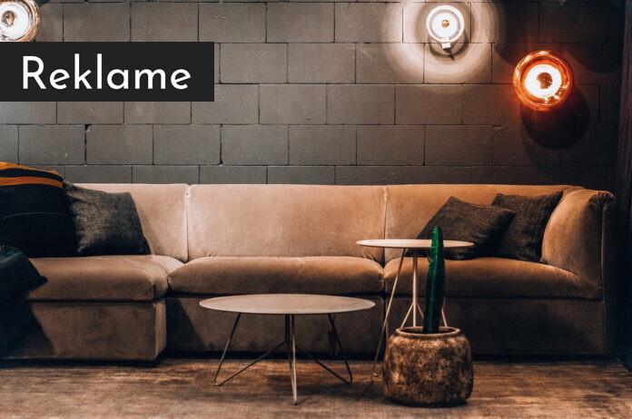 En sofa og et sofabord